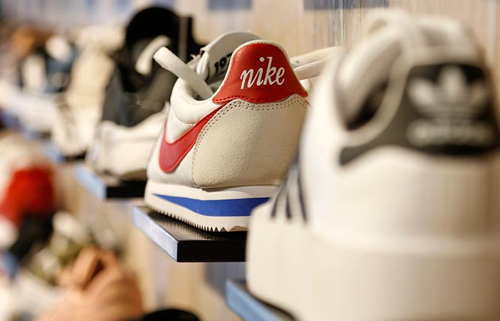 zapatilla deportiva de la marca Nike