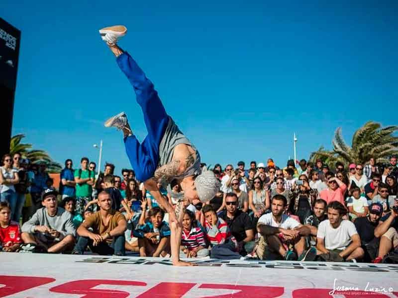 bailando Breakdance, Valen lunatiks
